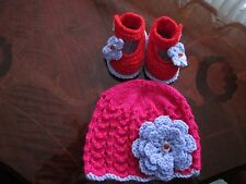 beautiful baby girls hand knitted lacy red/lilac hat and shoes 0-3 months