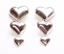 ARTY COOL BRUSHED SILVER METAL GRADUATED HOLLOW HEARTS CLIP ON EARRINGS (ZX44)