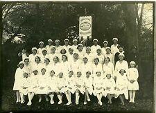 PHOTO circa 1950  portrait groupe à tire d'aile vers le bien filles en uniforme