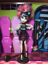 Monster high poupée rochelle goyle-zombie shake-très bon état
