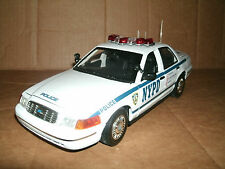 1/18 NYPD Police Car Diecast Model - 2001 Ford Crown Vic New York City Cruiser