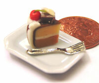 1:12 Scale Slice Of Cake On A Plate Kitchen Accessory Dolls House Miniature SC9