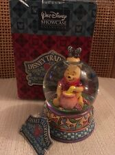 "Winnie the Pooh ""Hunny of a Bear"" Disney Showcase Collection Snow globe"