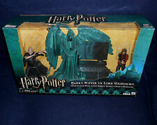 Harry Potter vs Lord Voldemort Riddle Family Graveyard Duel Figure Diorama NECA
