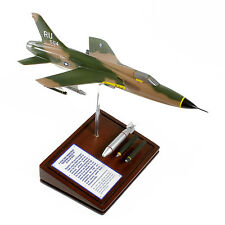 USAF Republic F-105D Thunderchief + Ordnance Desk Display Model 1/60 MC Airplane