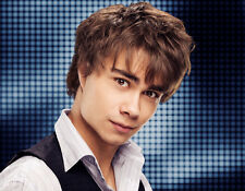 Alexander Rybak UNSIGNED photo - B1854 - SEXY!!!!!