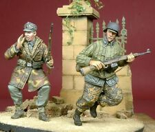 D-Day Miniature 1/35 WSS Soldiers in Action 1944-1945 (2 Figures)