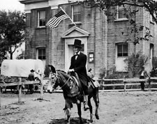 Henry Fonda UNSIGNED photo - D2330 - Young Mr. Lincoln