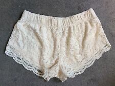 FOREVER 21 CREAM LACE SHORTS WITH LINING INSIDE - SIZE SMALL