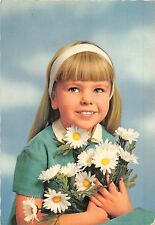 BF40300 girl with flowers   child enfant children