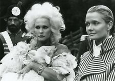 URSULA ANDRESS LIBERTE EGALITE CHOUCROUTE 1985 VINTAGE PHOTO #7