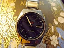 Beautiful Men's 1970's Seiko 5 automatic w/ vintage N.O.S. expansion band