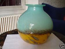 très joli vase en pâte de verre