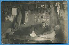 CPA Photo: Prisonnier français sur un lit / Guerre 14-18 / 1918