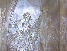 COUPLE ROCOCO. 2 PLAQUES SCULPTÉ EN NACRE. FRANCE. XVIII-XIX.