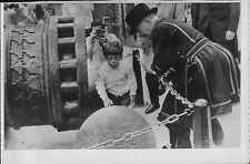 1965 John Kennedy Jr & Cannon at Tower of London Yeoman Alfred Hinds Press Photo