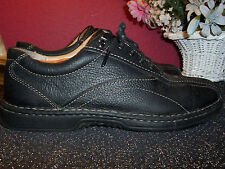 CLARKS  black pebble grain leather oxfords with beige stitching 9.5M excell