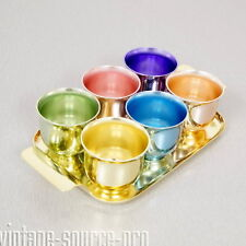 altes 6er Set bunte Alu Becher Schnapsbecher pastellfarben auf Tablett 50er J.