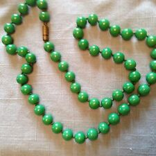 1920s jade green coloured glass bead necklace in excellent condition