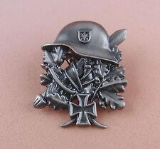Pin HELM und EICHENLAUB Soldat Krieg  - 106
