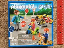 Children with Crossing Guard (City Life) - Play Set by Playmobil #5571 BRAND NEW