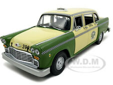1981 CHICAGO CHECKER CAB TAXI A11 GREEN 1:18 DIECAST MODEL BY SUNSTAR 2502