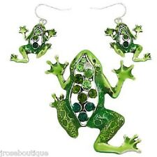 #JRJ61016 GREEN RHINESTONE FROG REPTILE PENDANT NECKLACE EARRING SET LILLY PAD