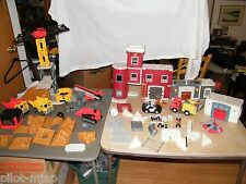 FISHER PRICE IMAGINEXT RESCUE CENTER FIRE & POLICE STATION W/ CONSTRUCTION SET