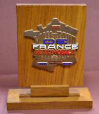FRANCE (1964) BADGE XIIIe TOUR DE FRANCE AUTO SUR PRESENTOIR 1964