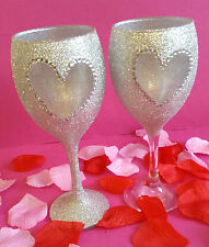 2 SILVER HEART WINE GLITTER GLASSES WEDDING BIRTHDAY CHRISTMAS GIFT VALENTINE