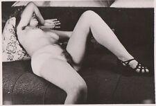 AKTFOTO NUDE AKT Originalfoto. Vintage 50er Jahre. Liegenden Scheue nackt.
