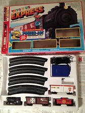 Santa Fe ELECTRIC TRAIN Set Toys R Us Express HO Scale Boxed  Power Loc Track