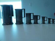 7 Etains unités de mesure dans les auberges Poncons