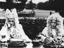 Hugh Fraser UNSIGNED photo - H6009 - The Draughtsman's Contract