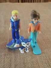 Polly Pocket 2 Dolls Winter Skiing Boy Skier Clothes Coats Snow Dog Lot Y25