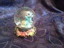 Art. 39 - Fantastica SFERA con base in pasta di marmo ed all'interno delfini