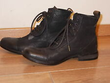 """ LEVIS "" CHAUSSURES NEUVES MONTANTES TAILLE 41"