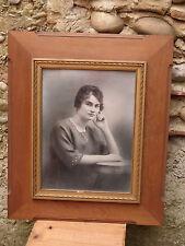 Ancien grand cadre bois et platre avec vitre et photo jeune femme début 20ème