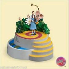 Hallmark 2006  Dorothy & The Munchkins Wizard of Oz Ornament