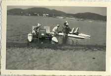 PHOTO ANCIENNE - VINTAGE SNAPSHOT - MER PÉDALO AGAY - SEA PEDAL BOAT 1951  - 1