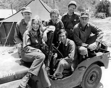 MASH TV SHOW CAST PHOTO 8x10 Hawkeye Trapper Hot Lips Henry Radar Frank