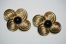 LARGE BOLD VINTAGE 1980'S COUTURE GOLD TONED METAL BLACK CABOCHON CLIP EARRINGS