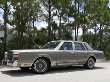 Lincoln: Town Car Cartier