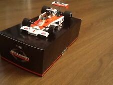 James Hunt Mini Champs 1/18 M23 Marlboro McLaren Long Beach GP (sin Caja Externa)