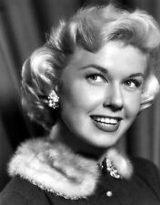 Doris Day UNSIGNED photo - B2582 - By the Light of the Silvery Moon