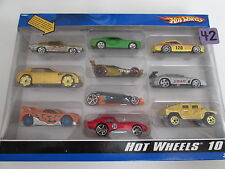 HOT WHEELS 10 CAR PACK EXCLUSIVE DECORATION PLYMOUTH HEMI CUDA HUMVEE FERRARI