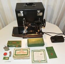 SINGER 221 1 FEATHERWEIGHT SEWING MACHINE WITH PEDAL, ATTACHMENTS & CASE 221-1