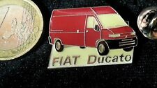 Fiat Pin Badge Ducato Transporter rot Logo Schrift Auto