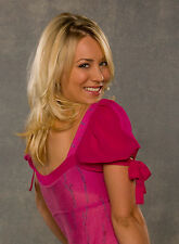 Kaley Cuoco 8X10 sexy pink top