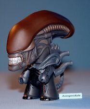 AVP Whoever Wins Collection Titans Vinyl Figures Alien 2/20